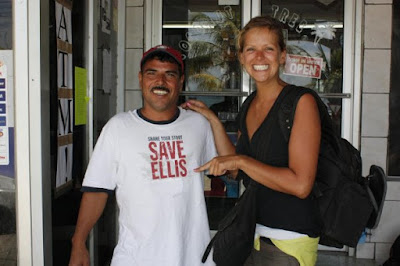 Photo of Ellis pointing at a man wearing a t-shirt with ´Save Ellis´ during her travels on Roatan Island, Honduras