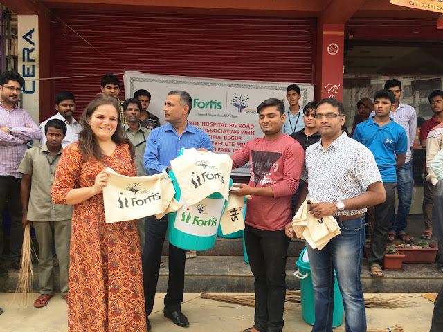 Fortis distributed kora bags to the shopkeepers