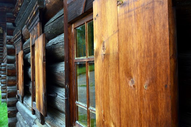 Fachada típica de uma casa na Sibéria