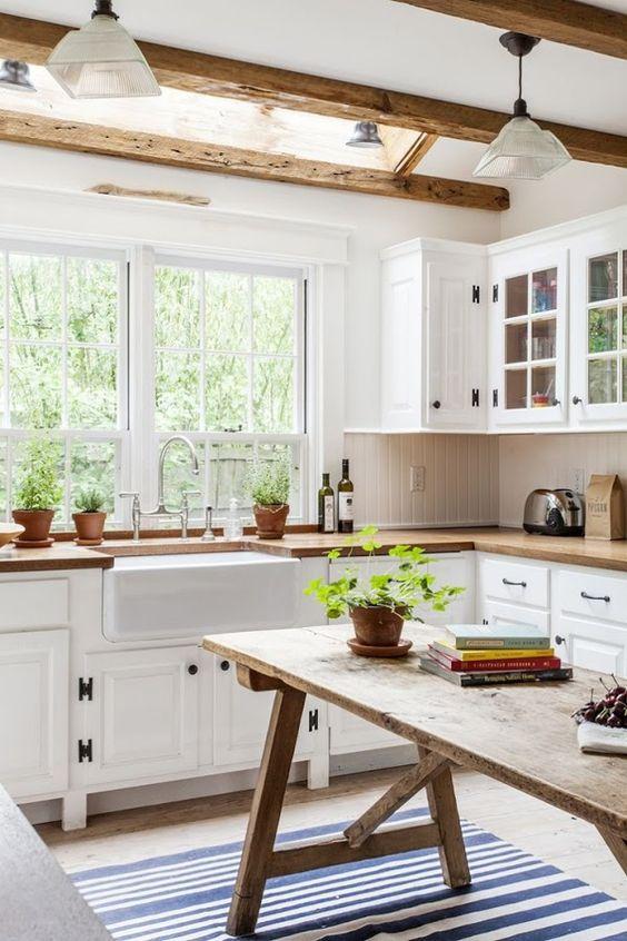 Elige una alfombra bonita para tapar el antiguo suelo de tu cocina