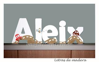 letras de madera infantiles para pared Aleix con dibujos de coches babydelicatessen