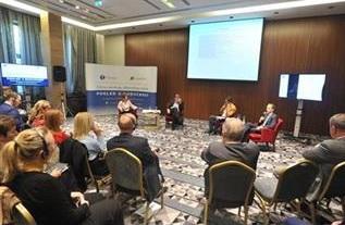 Conferenza sui rapporti tra serbi e albanesi in Belgrado