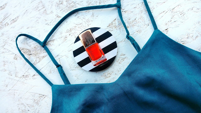 H&M teal summer dress, Catrice tangerine nailpolish