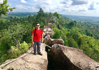 Pose impian ala selebgram Batu Dinding Borneo