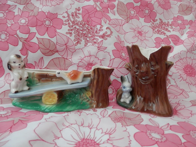 Charity shopping. With Sooty and Soo in a canoe, Hornsea Fauna and Hornsea Heirloom and more. From UK charity shop blogger secondhandsusie.blogspot.com #charityshopping #charityshopblogger #thrifting #opshopping