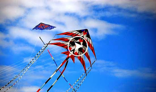 "Synchronized Kite Flying by Ray Bethell ""Romancing The Wind"""