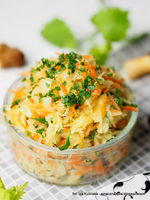 dodatek do obiadu, kapusta kiszona, poledwiczka z grzybami, poledwiczki w sosie smietanowym, smardzowka czeska, sos smietankowy, mieso w sosie, wieprzowina duszona z grzybami, grzyby,