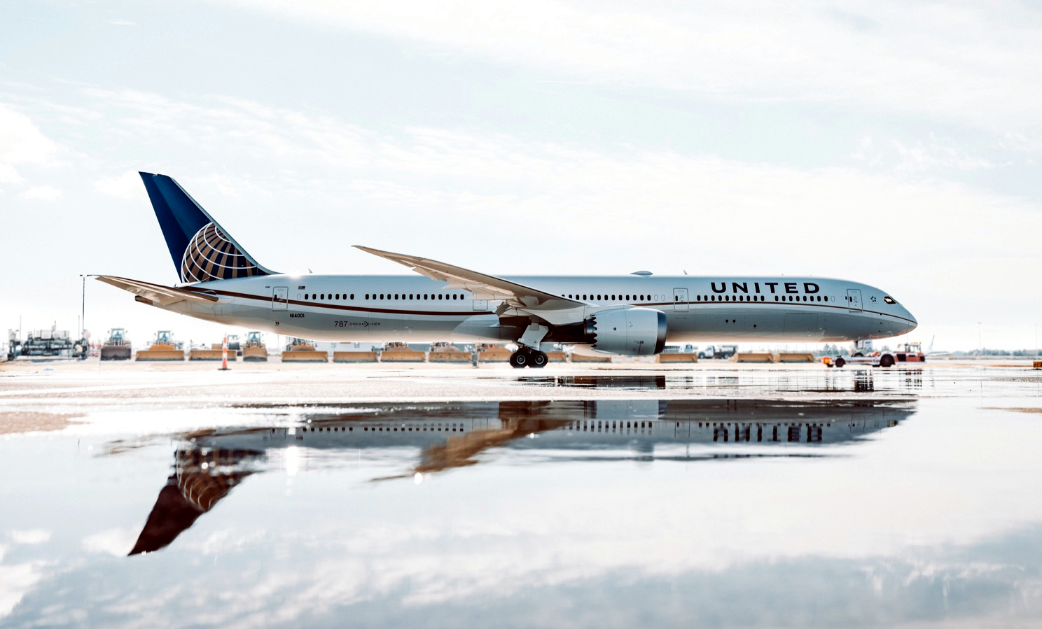 United Airlines Boeing 787-10 Water Reflection
