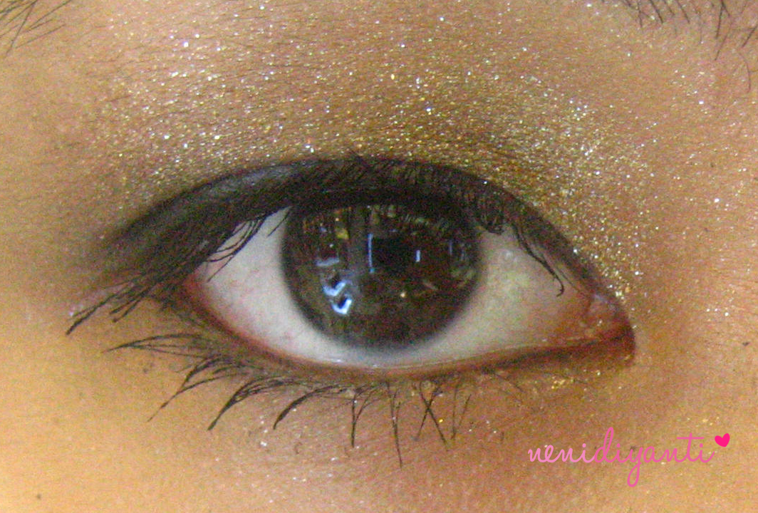 85dffe19002 The result of my eye makeup using Betty Boop's makeup collection. Sorry, I  forgot to close my eye x)