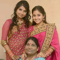 Kajal Raghwani With his Mother and Sister.