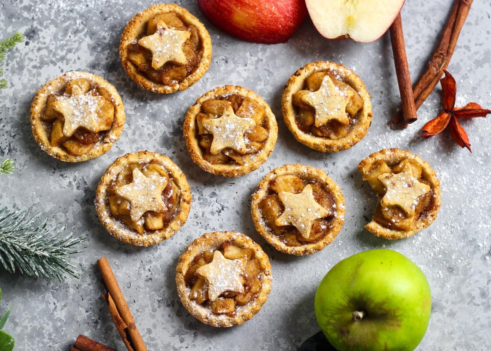 Christmas Pies.Christmas Spice Apple Pies