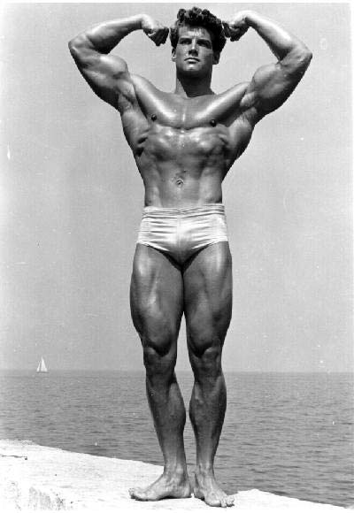 لاعب بناء الأجسام و الممثل الأمريكي ريفز