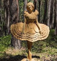 Obras de arte hechas con madera tallada bailarina