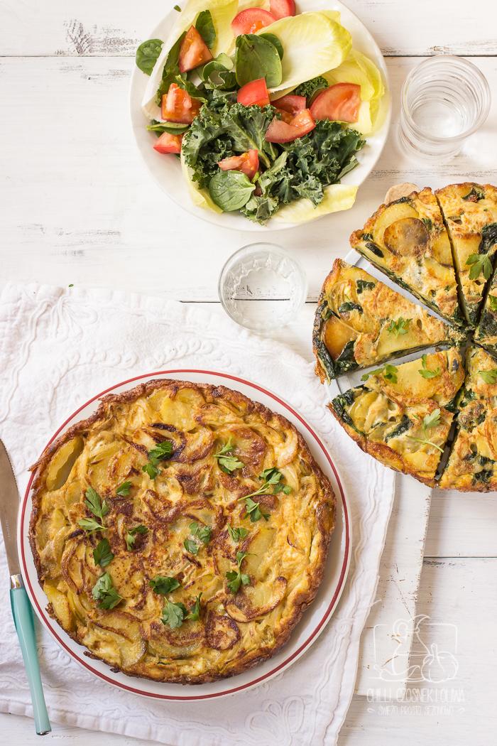 Hiszpańska tortilla de patatas - tradycyjna i ze szpinakiem