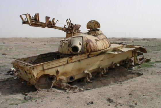 دبابات مصنوعة من الخشب لتضليل العدو فى الحروب