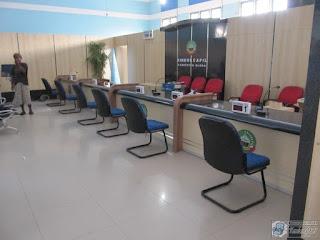 Meja Front Desk Corak Granit Harga Terjangkau - Furniture Kantor Semarang