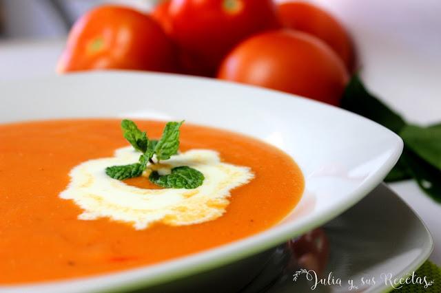 Crema de tomate caliente. Julia y sus recetas