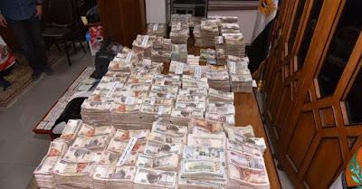 ضبط تشكيل عصابي تخصص في الإتجار بالنقد الأجنبي خارج السوق المصرفي (صور)