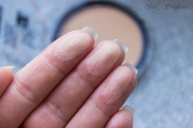 Матирующая пудра Catrice Made To Stay Powder в оттенке 015 Vanilla Beige свотч