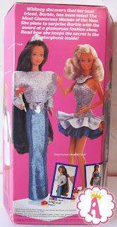 На коробке нарисована блондинка Barbie и брюнетка Whitney