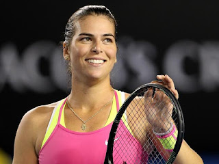 Nick Kyrgios Girlfriend Ajla Tomljanovic Smiling During Match