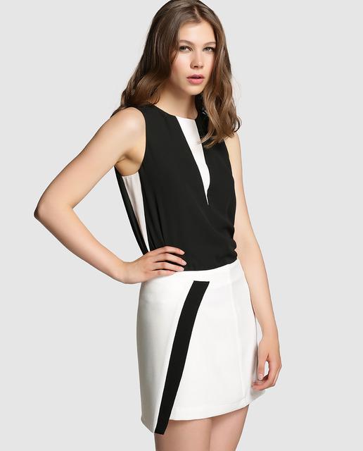 14acdb7d6b Faldas cortas confeccionadas en tela de color llano y estampadas para  mujeres jóvenes.