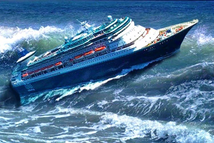 Cruise gemisi denizde çıkan beklenmedik fırtına yüzünden batacaktı.