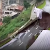 Câmeras flagram colapso de rua na China