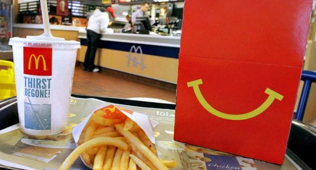 McDonald's le negó un vaso de agua a mujer sin hogar