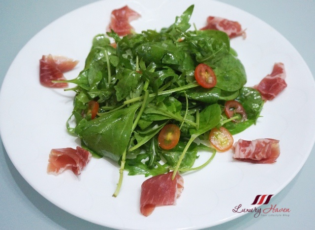 italian prosciutto dried cured ham baby spinach salad
