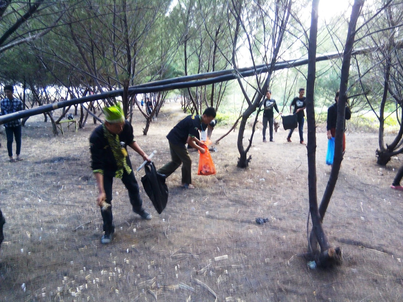 08 November 2015 Bersih Pantai Cemara Desa Pakis Kopiwangi