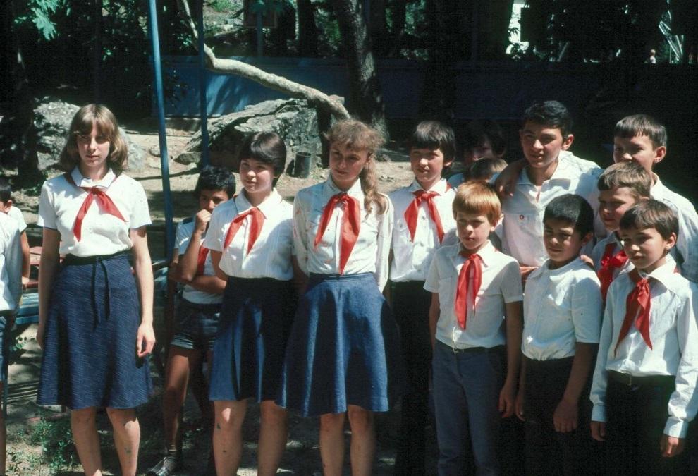 В СССР функционировало до 40 тыс. летних и круглогодичных пионерских лагерей, где ежегодно отдыхало около 10 млн детей