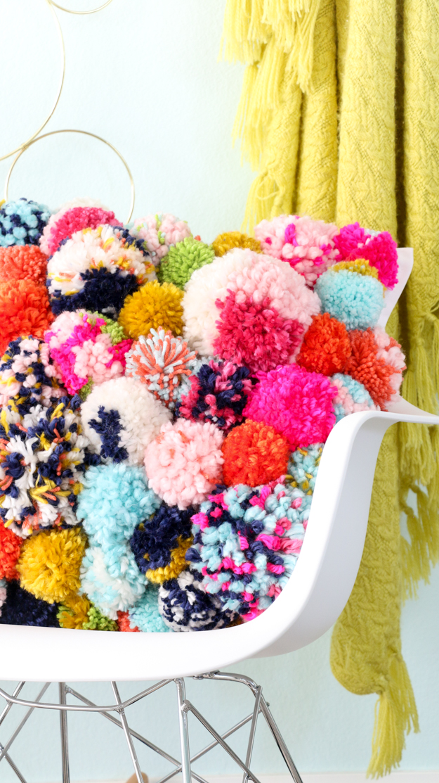 DIY Pom Pom Pillow - Fun DIY Home Decor project for fall - yarn pom pom - trendy pillow - throw pillow DIY - How to make your own pillow - how to make pom poms - crafts - fall crafts - fall decor