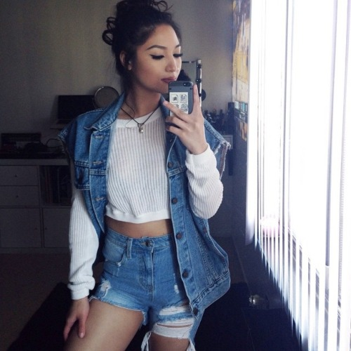 42 Back to School Outfits To Start The Year Off Right! thrifted thrift store cut off jeans shorts denim jacket crop sweater