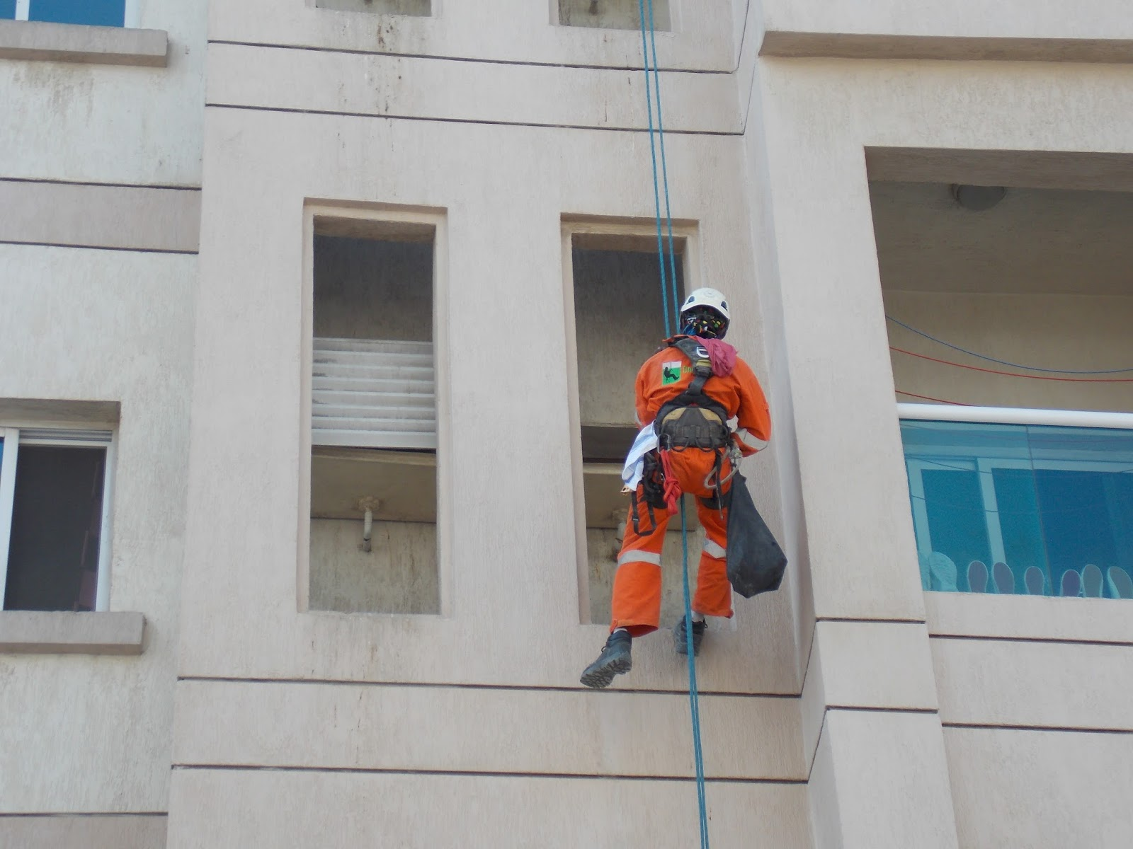 window cleaning companies in UAE : Dubai 20-20 Building Facade Glass