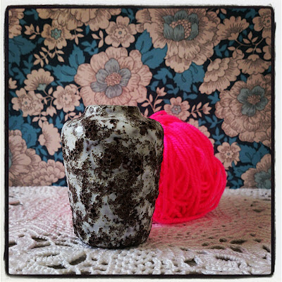 ByHaafner, vase, thrifted, blue wallpaper with flowers, doily, neon pink, yarn, crochet, instagram