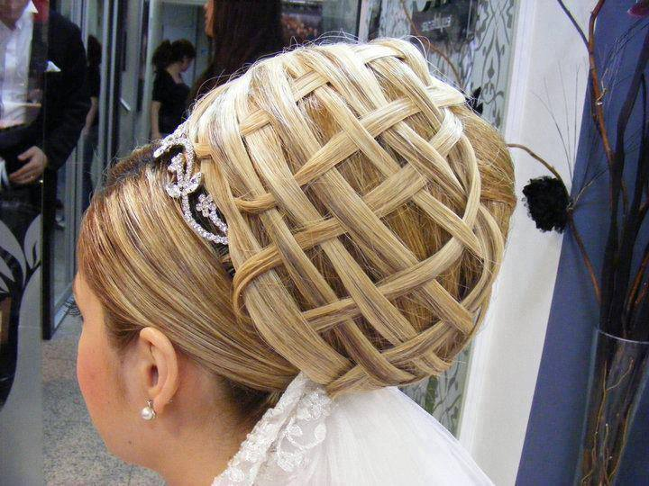 AMAZING HAIR STYLES..........