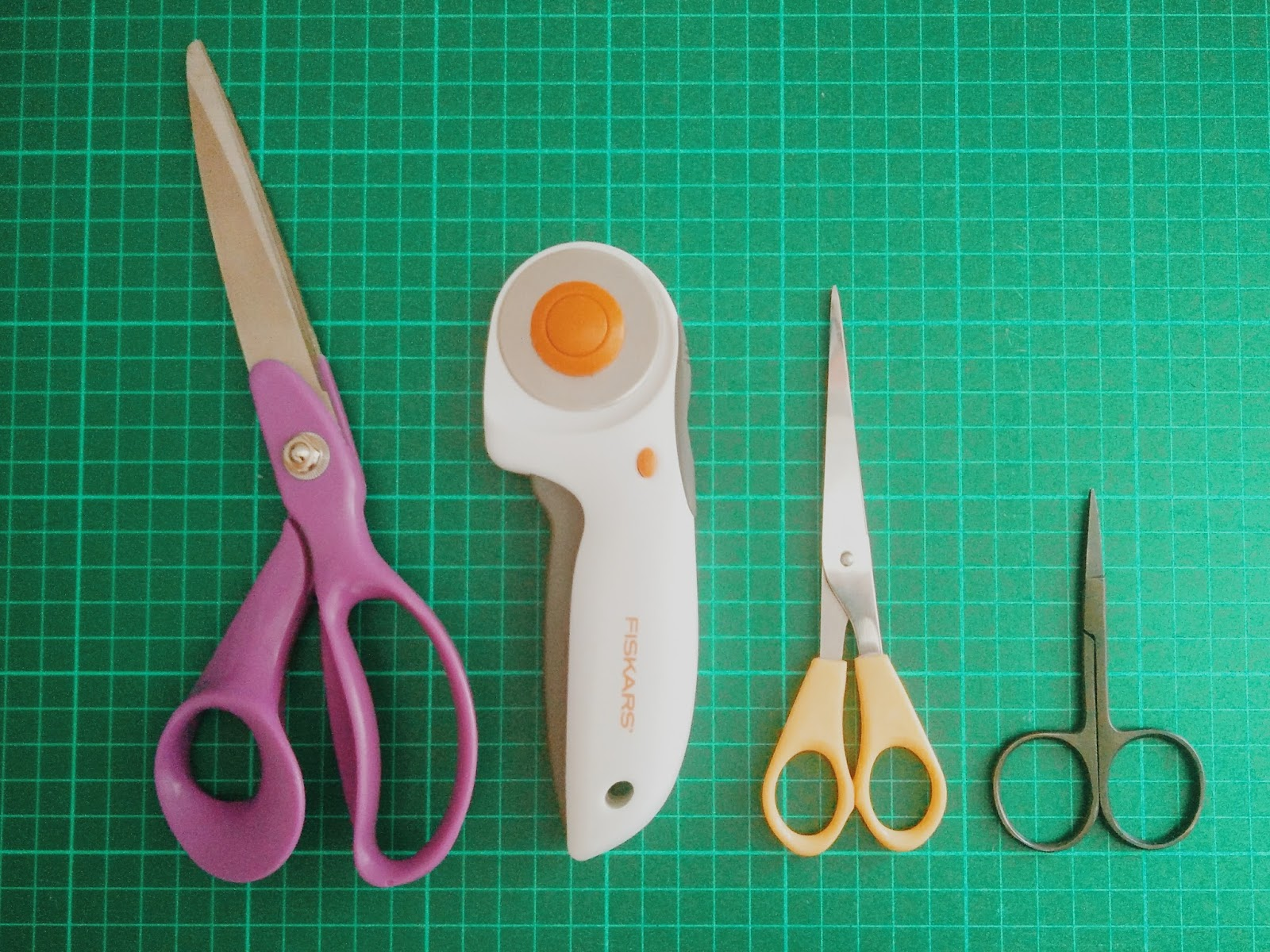 What you need to get started sewing - the Ultimate Supplies Guide scissors