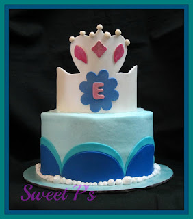 Cinderella cake with crown