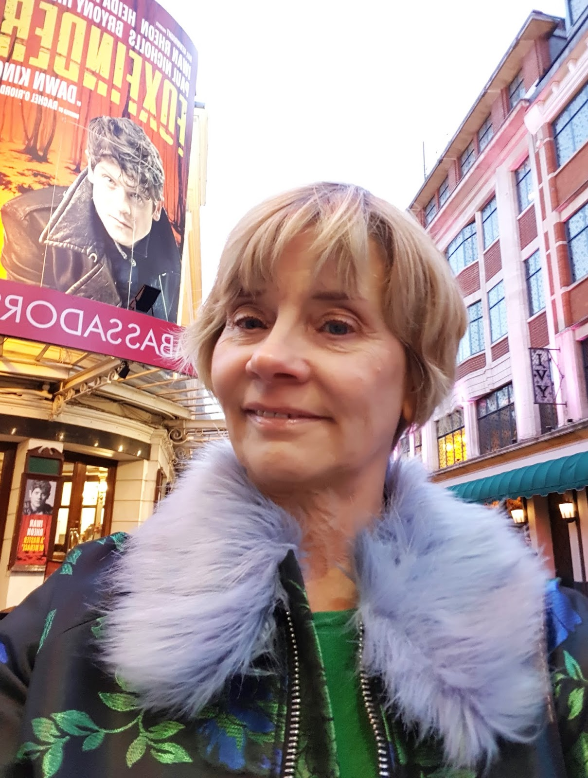 Blogger outside a London theatre