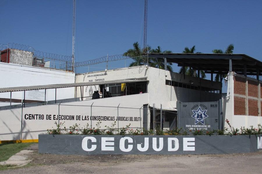 Reportan balacera y hombres muertos en el penal de Mazatlán