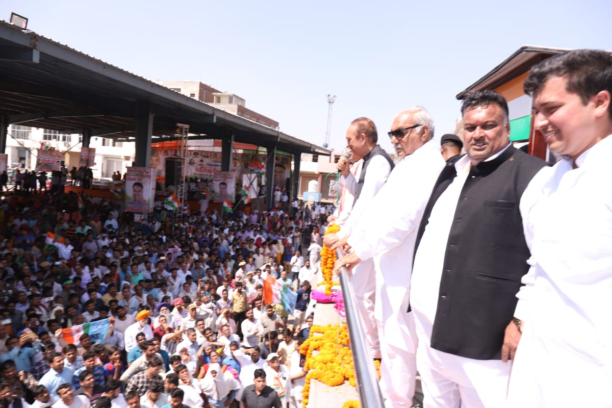 पूर्व सीएम भूपेंद्र सिंह हुड्डा व प्रदेश अध्यक्ष अशोक तंवर ने भीड़ देखकर दी लखन कुमार सिंगला को बधाई