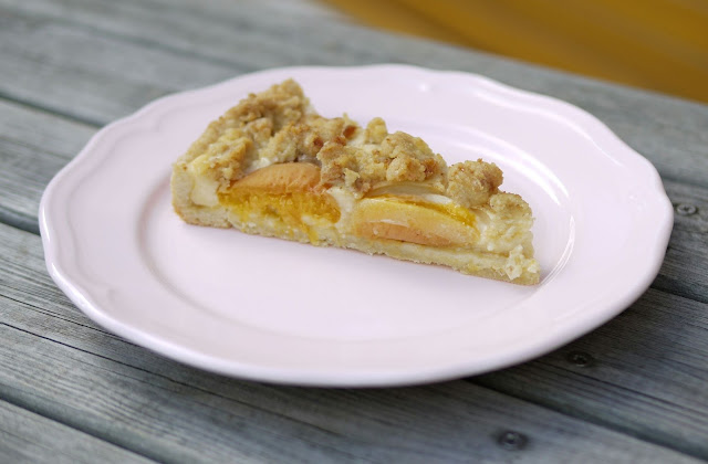 Aprikosen-Mandel-Tarte mit Amarettinistreusel | Backen | Kuchen | Rezept