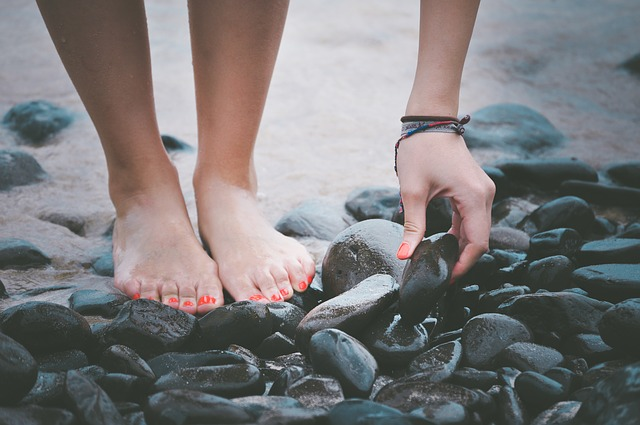 8 Things We Should Never Do With Our Feet