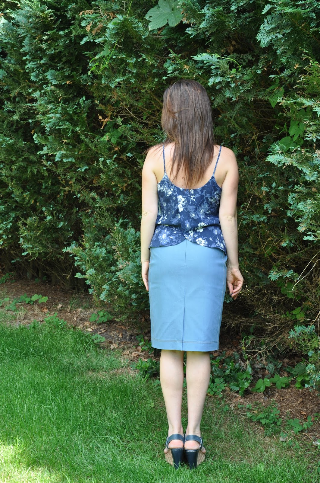 e09189ae63 The fabric is a stretch denim. I made a few samples trying to distress the  fabric but I didn`t really like the look. So I just went with topstitching  the ...