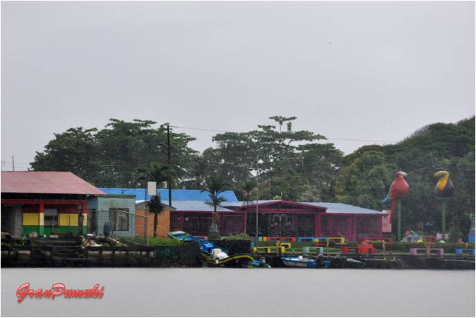Panorámica del Pueblo de Tortuguero vista desde el caño, en Blog de Viajes de Pumuki, Costa Rica, Tortuguero