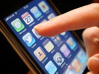 El microblog evalúa tener su propio servicio de video hosting para que sus usuarios no tengan que recurrir a terceros. ¿Podrá repetir el éxito que tuvo con las fotos? Según el sitio AllThingsD, el microblog compró Vine, una start-up con sede en Nueva York que desarrolló una aplicación de iPhone para capturar videos y compartirlos en las redes sociales. La idea de Twitter sería implementar en su sitio su propio sistema, parecido al que utiliza para las fotos, pero esta vez destinado a los videos de los usuarios. En la actualidad, los que desean colgar un video en su cuenta