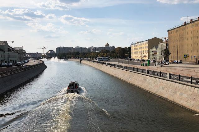 Кадашёвская набережная, Водоотводный канал, Болотная улица | Kadashevskaya Embankment, Vodootvodny Canal, Bolotnaya ulitsa