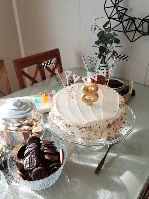 kakku mustavalko teema kastehelmi syntymäpäivä juhla party