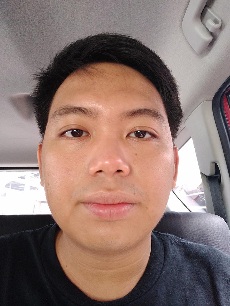 V7+ daylight selfie